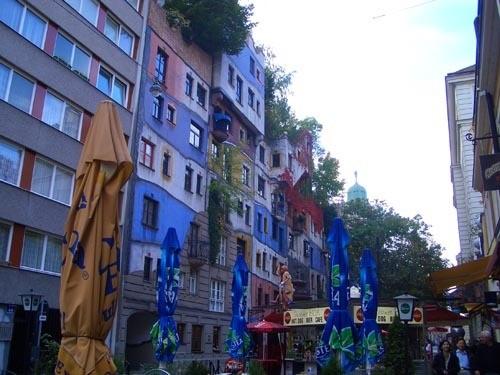 Хочу показать здание под названием Хундертвассерхаус - 3