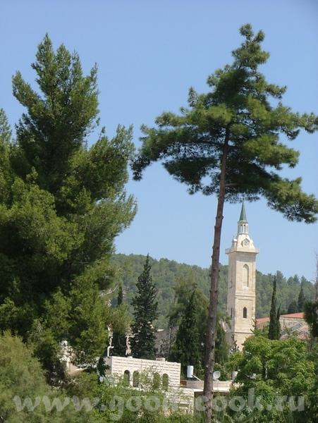 Ну и понятно, что ето не единственная церковь/монастырь в столь знаменательном месте