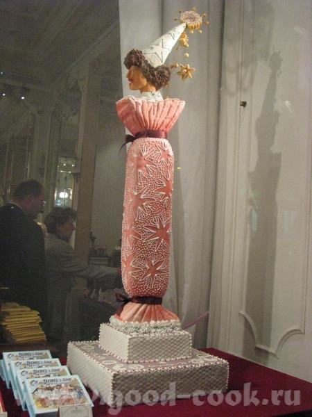 Знаменитые засахаренные цветки фиалок это ноу-хау данной кондитерской - 8
