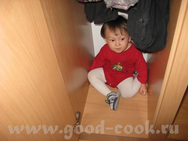Максу бывало скучно, поэтому он примерял папины ботинки…или терзал мамин кошелек…или убегал в душев... - 4