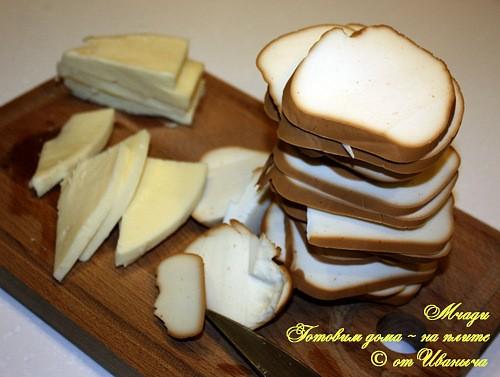 Мчади — лепешка из кукурузной муки, выпекаемая в каменных сковородках «кеци» на углях, а в городски... - 3