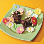 ОТСЮДА Бычки из «Картошки» Слепите мордочки, для этого просто сожмите готовое пирожное чуть ниже се...