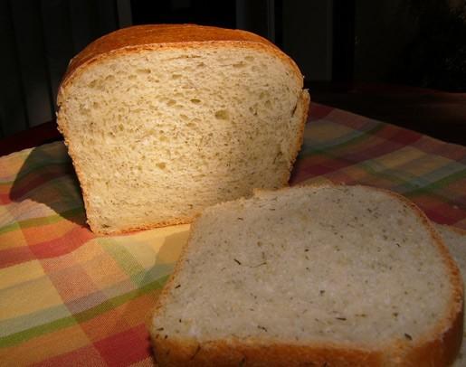 Из-за крем-чиза, масла и яиц в этом рецепте хлеб получается немного влажный, но не тяжелый