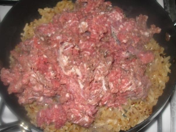 Добавляем к луку свино-говяжий фарш (или какой есть) - 2