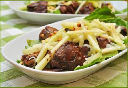 """Салат с куриной печенью и яблоком Идея из книги """"Гастронома"""" """"рецепты вкусной и здоровой жизни"""", пе..."""