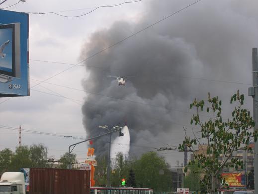 а это в начале мая тушили пожар на Площади Ильица завод Серп и молот,отличная работа МЧС,но как обы...
