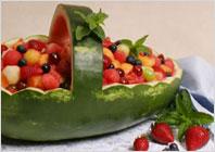 Корзинка из арбуза с фруктовым салатом