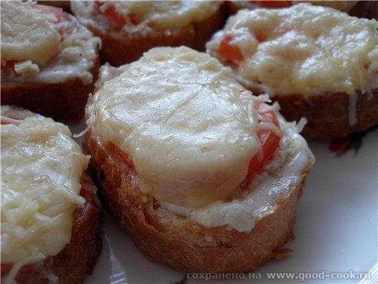 Горячие бутерброды с курицей и помидором багет (нарезанный на кусочки) сливочное масло майонез чесн...