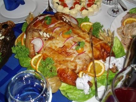 Вот этот салатик, типа греческого, Шопский кажется называется Курица фаршированная блинами, вот это... - 2