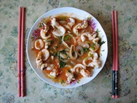 """Осьминоги в томатном соусе (bạch tuộc sốt cа chua) """"С морепродуктами всегда так:..."""