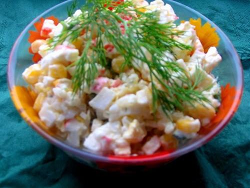 Еще салатики с крабовыми палочками и кукурузой И фасолевый