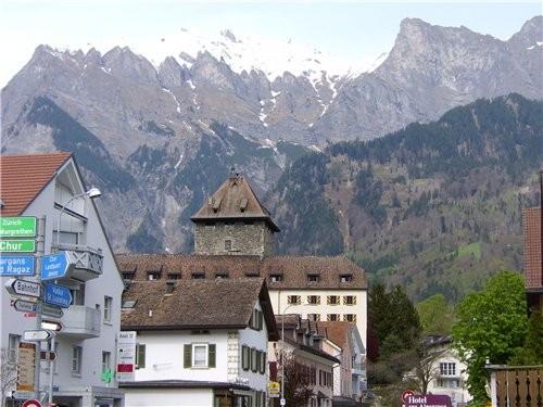 Лихтенштейн-малюсенькое княжество-государство, проехать его можно всего за час и уже попадаешь в Шв... - 2