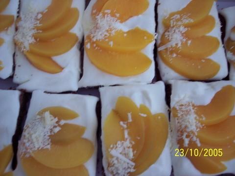 """Пироженые без названия, я их назвала сама """"Для вас девочки"""" Бисквит: 100 гр корького шоколада 5 яиц... - 2"""