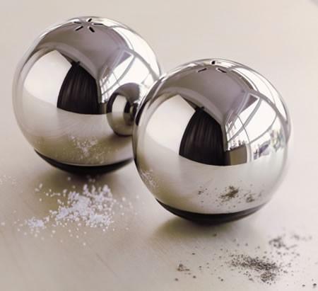 Эти два прибора представляют собой два полых металлических шара, которые не способны перевернуться...