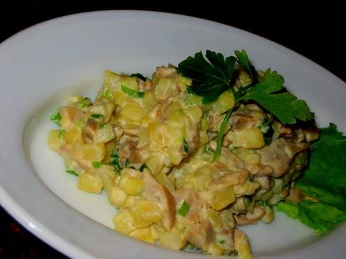 Девочки сегодня мы кушали скромненько: супчик с семгой и пшеном салатик еще салатик - 2