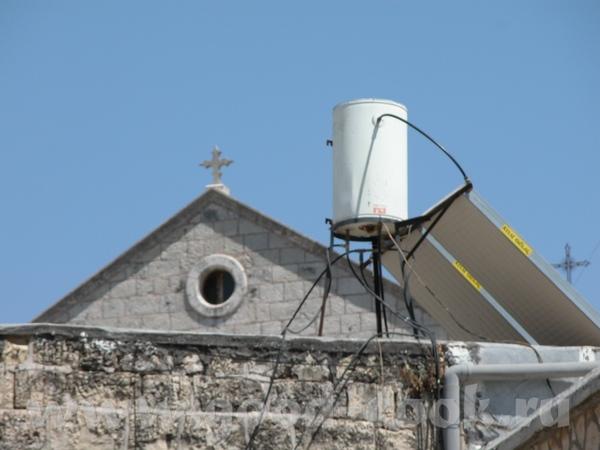 Ну и понятно, что ето не единственная церковь/монастырь в столь знаменательном месте - 5