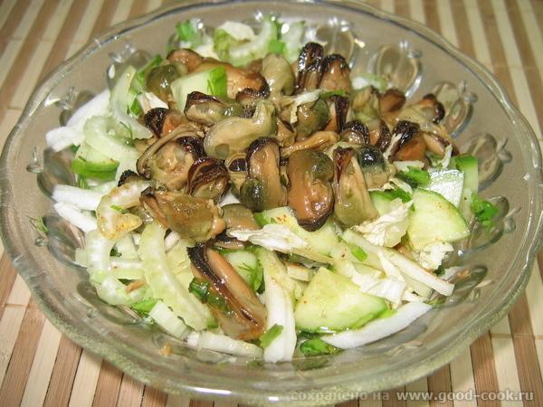 салат мидии-огурец-сельдерей