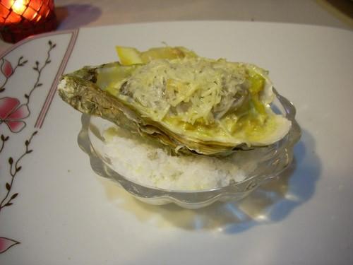 Мидии из Шаранта Mouclade Запечённые морские гребешки с пармезаном Устрицы, запечённые на соли со с... - 3