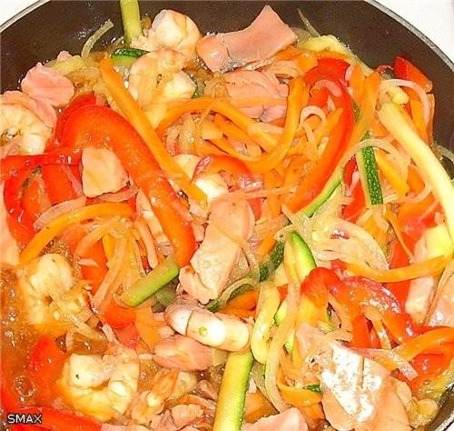 Лапша с овощами и морепродуктами Состав на 4 порции: Лапша удон 0,3кг ; тигровые креветки 0,15кг ;... - 4