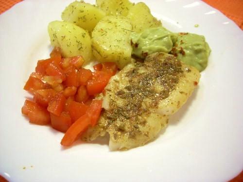 Очень вкусная, пряная рыба с прекрасным аккомпаниментом- нежным гуакамоле и острой томатной сальсой - 3