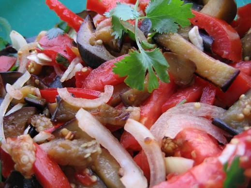 Салат поппрури из баклажан запеканка с лапшой и ветчиной овощной пирог с колбасой