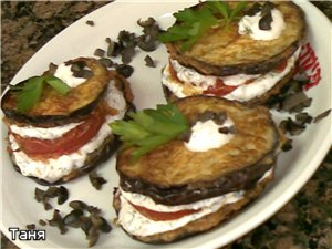 Закуска из баклажан с помидором,творожной пастой и оливками