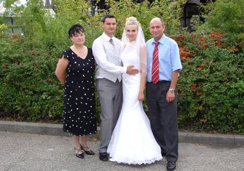 Это один из братьев женится