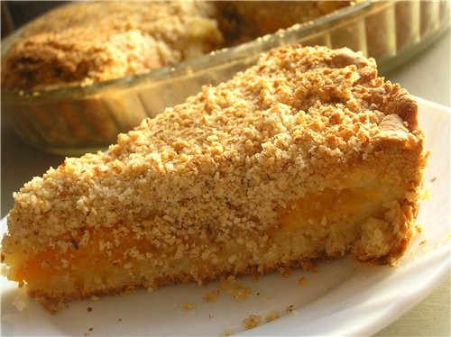 Быстрый пирог с миндалем и абрикосами