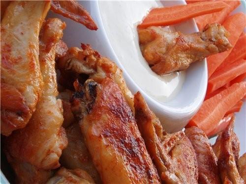 Вот такими крылышками вас накормят в Баффоло, НЙ, откуда и пошло название этого блюда