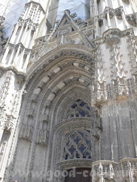 А это пусть не замок, а собор, в Tours, но меня он так впечатлил - 4