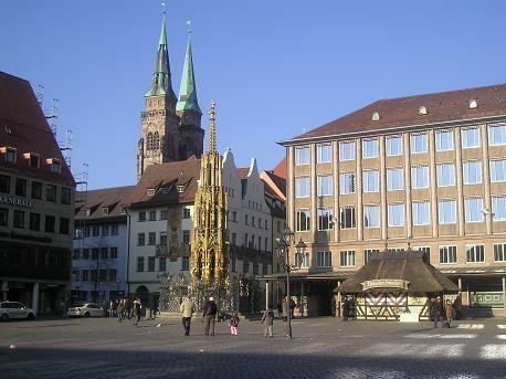 тихо-тихо подошли мы к базарно площади: Hauptmarkt, на которой в тот день было пустынно, а вот в ра... - 2