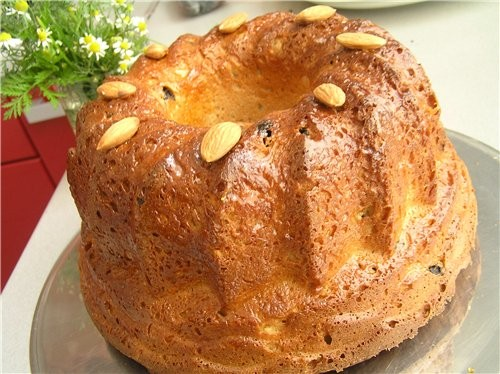 Для тех, кто соскучился за вкусом пасхальной выпечкм, чем-то этот кекс на нее похож