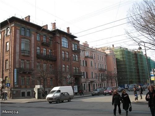 Угол Большой Монетной (Скороходова) улицы и Каменноостровского проспекта