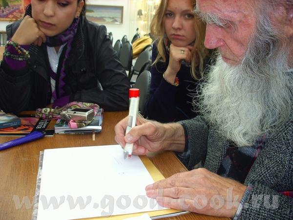 Это старый художник каллиграф: Имена вписывает в различные образы