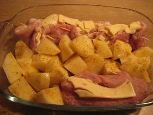 Рулетики из свинины с грибами, сыром и картофелем - 3