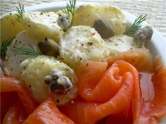 Салат картофельный с копченым лососем 500 гр - 2