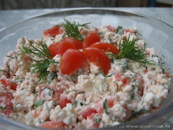 завтрак: творог с томатами и зеленью