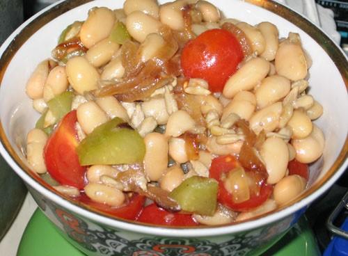 Салат с фасолью и орешками