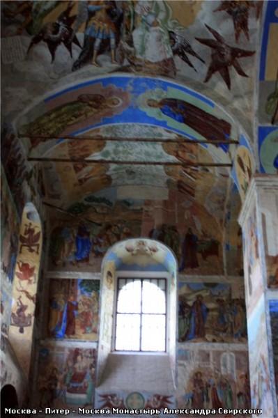 Обратите внимание на голубой цвет на фресках - 5