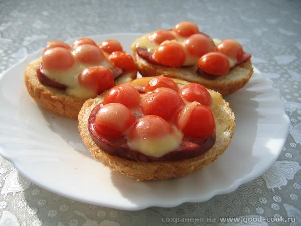 горячие бутерброды с томатами черри под сыром горячие бутерброды с колбасой и томатами черри под сы... - 2