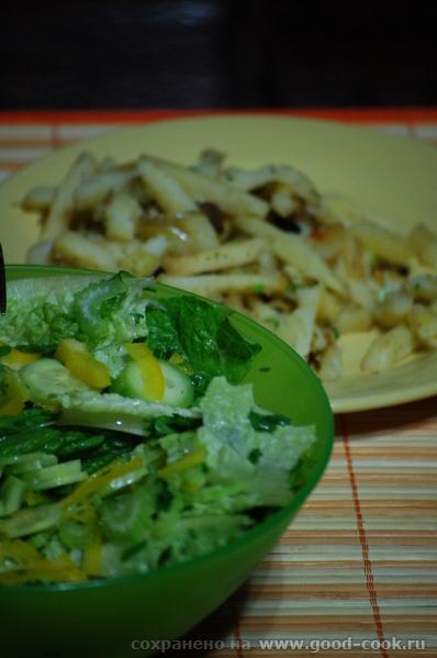 Сегодня поздно вернулась с курсов, поэтому обошлись по быстрому жареной картошкой и овощным салатик...