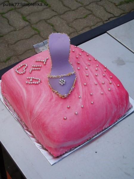 я на последок, перед отпуском сделала вот такой тортик, для своей племяшки фотографировала на улице...