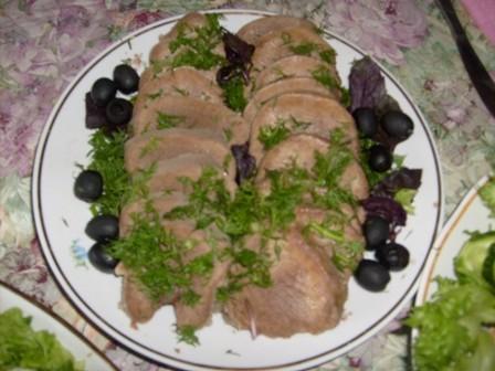 Салат из кальмаров, язык отварной, Медовик