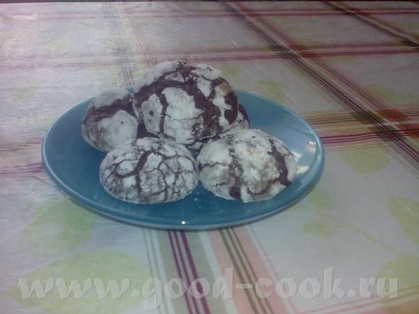 Девочки угощайтесь, печенье Шоколадные трещинки ЗДЕСЬ и Цветаевский пирог Были еще пирожки с яблока...