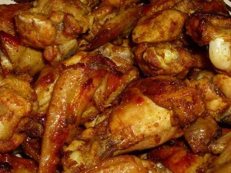 Острые куриные крылышки 12 куриных крылышек 180 мл растительного масла 2 раздавленных зубчика чесно...