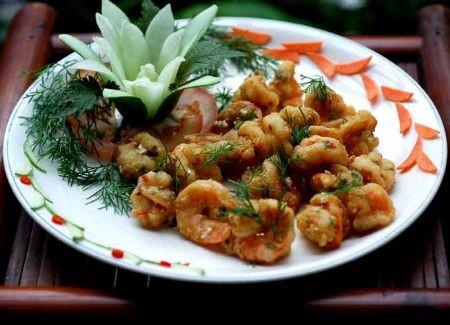 Очищенные жареные креветки с солеными яйцами Это питательное блюдо обладает высокой калорийностью и...