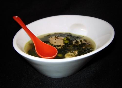 Овощной суп с морепродуктами 200 г филе лосося 450 г смеси морепродуктов 450 г замороженного шпинат...