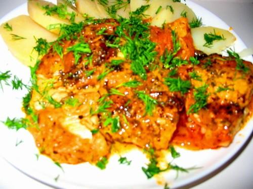 Рыба в томатном соусе от (привожу слова Вики) Любая белая рыба - 500г специи растительное масло для...