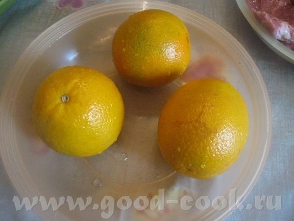 Пока варится курага, выжимаем сок из 3 небольших апельсинов Сока нужно примерно 200 мл ( у меня нем...
