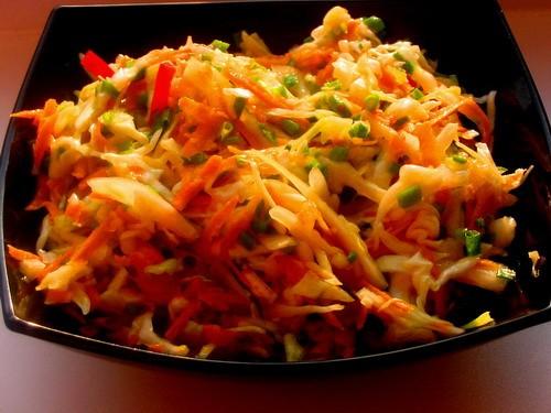 Девочки у нас сегодня на обед был салатик Капустный тефтельки с овощами и картофелем и картошечка и...